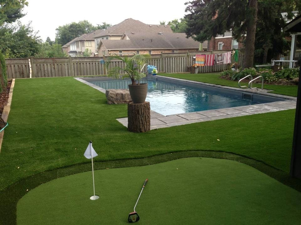 artificial-turf-backyard-golf-green